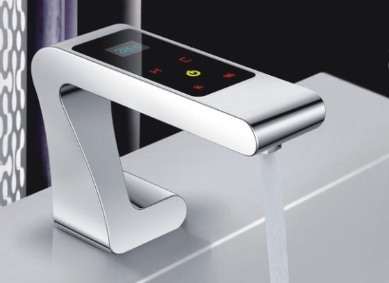 сенсорный смеситель для ванной комнаты